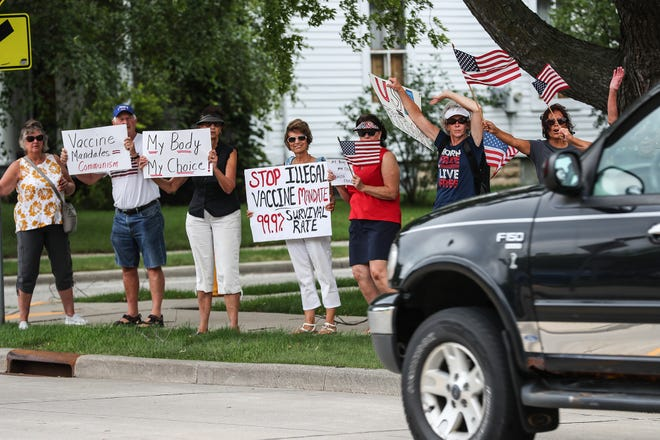 About 30 Protesters Rally Against Agnesian Healthcare Vaccine Mandate But No On Duty Staff Walked Out Hospital Spokesperson Says Fond Du Lac Reporter